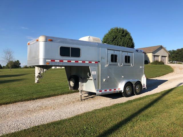 1998 4-Star Trailers 2 Horse Stock Combo Trailer