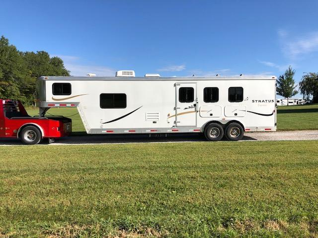 2011 Bison Trailers Stratus Express Horse Trailer