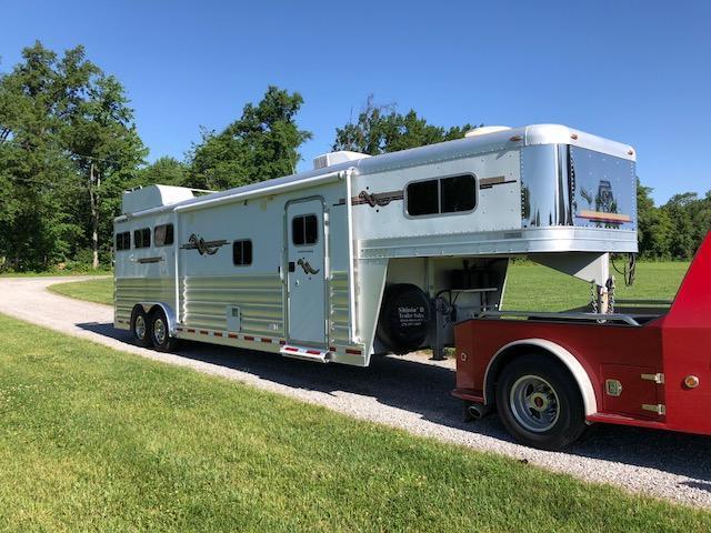 2008 Platinum Coach LQ Horse Trailer