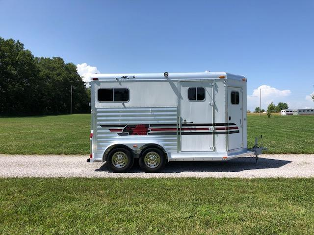 2005 4-Star Trailers 2H Straight Load Horse Trailer