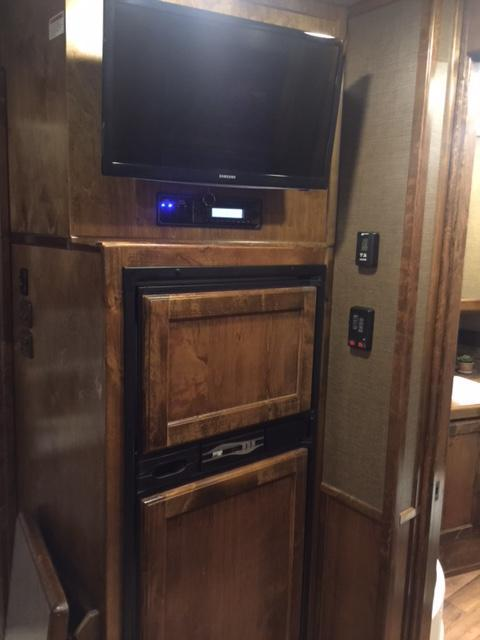 2018 Kiefer Manufacturing Kutter Series Living Quarters Horse Trailer