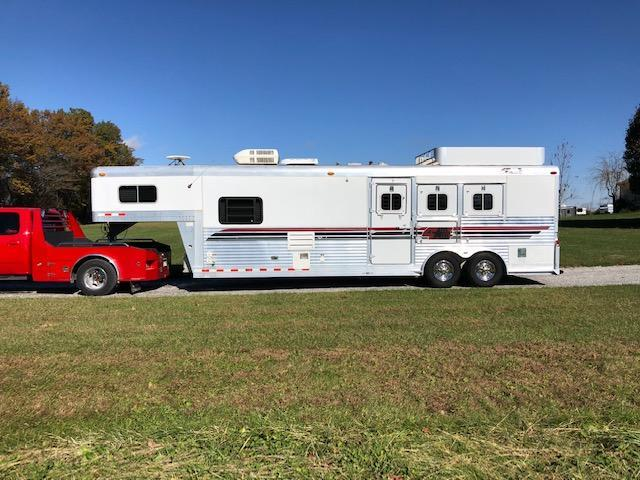 2000 4-Star Trailers Living Quarters Horse Trailer