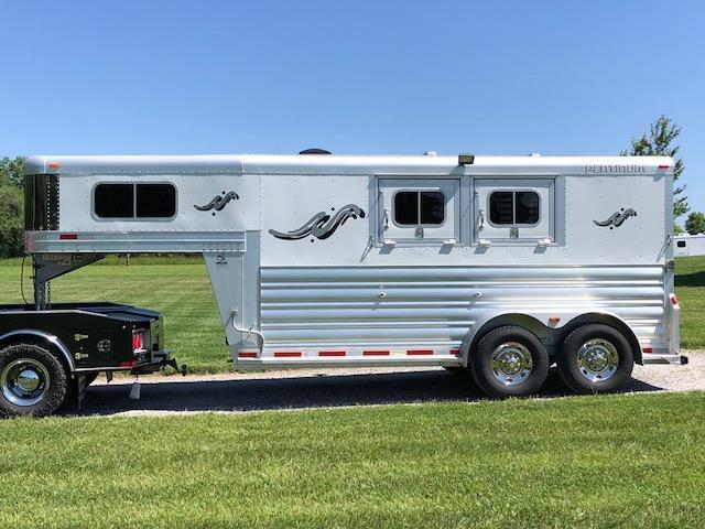 2015 Platinum Coach 2H GN Horse Trailer