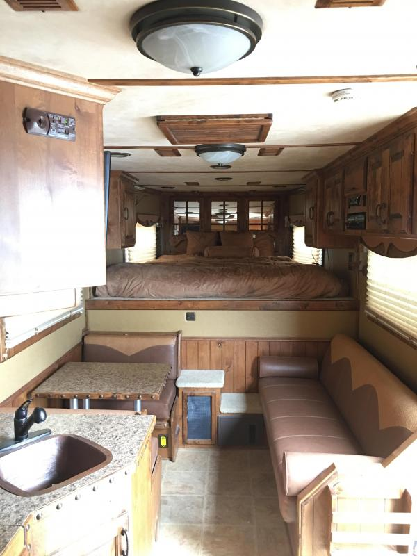2008 Bloomer 4 Horse 16 SW Horse Trailer