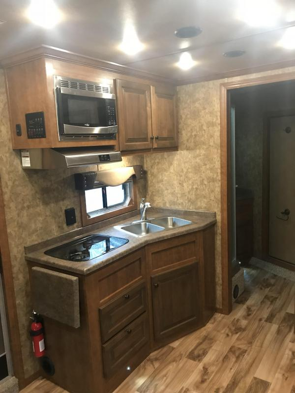2019 Exiss Trailers Endeavor 8312 with Slide Horse Trailer