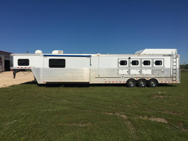 2005 Cimarron Trailers 4 Horse 18 Short Wall with Slide Horse Trailer