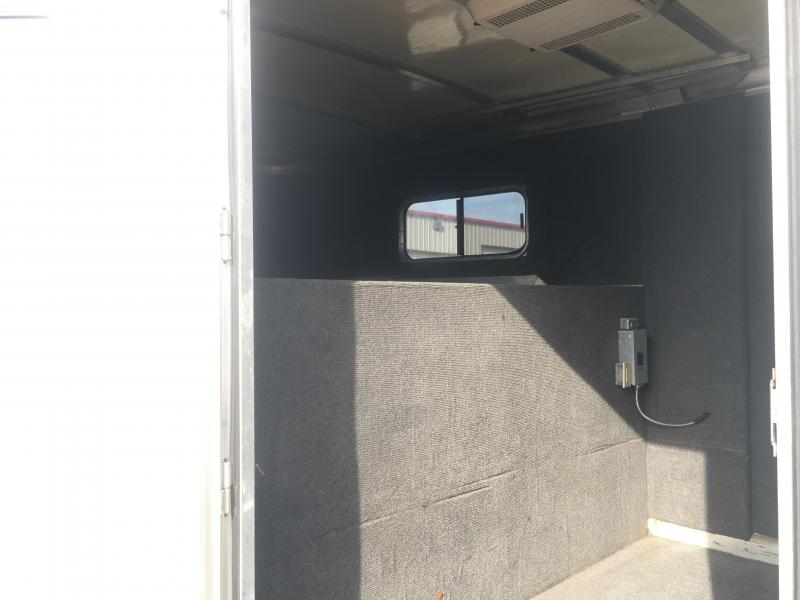 2004 Cimarron Trailers 6 Horse with a 6 ft Short Wall Dressing Room Horse Trailer