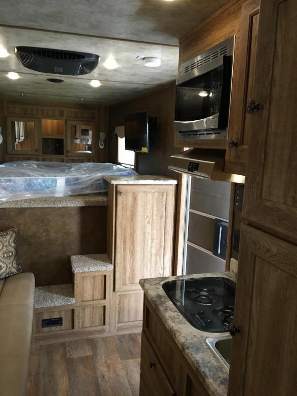 2018 Exiss Trailers Escape 7210 LQ Horse Trailer
