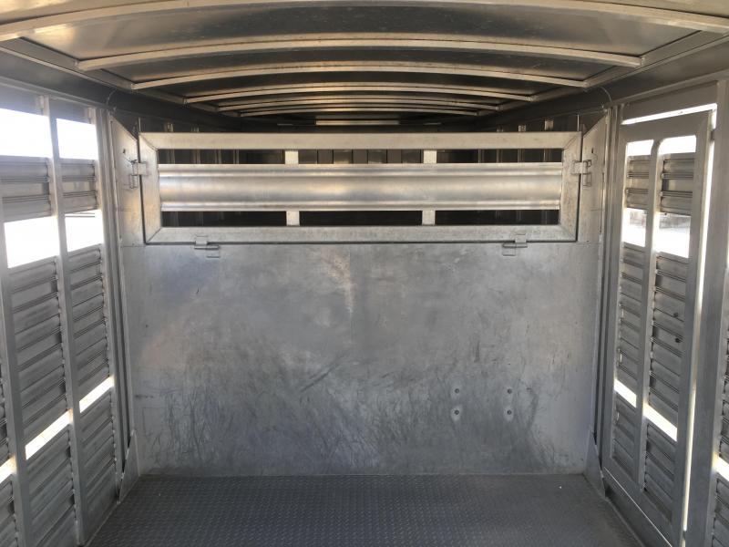 2015 Platinum Coach 28 ft Livestock Trailer