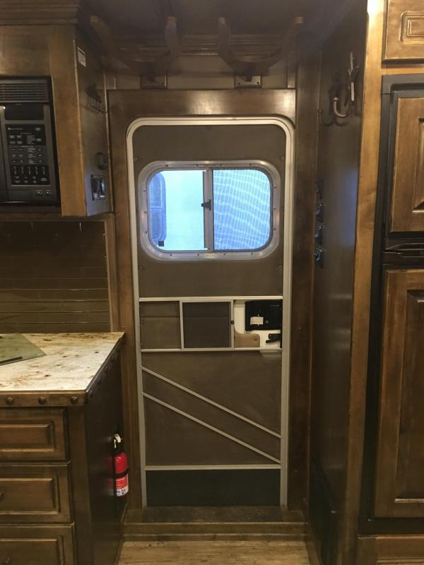 2017 Platinum Coach Outlaw 3 Horse 11.6 Short wall with Slide Horse Trailer