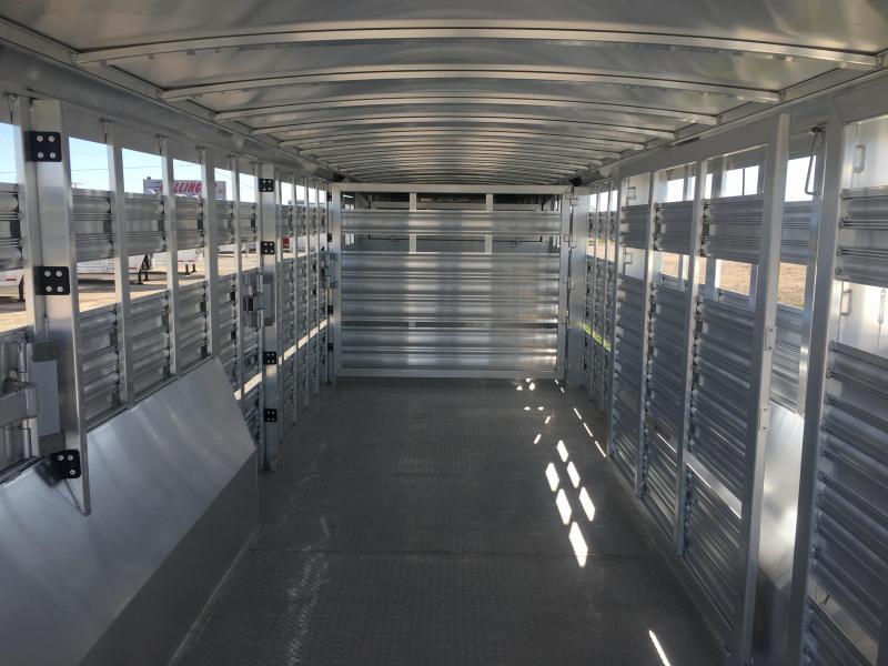 2019 Platinum Coach 32 ft Livestock Trailer