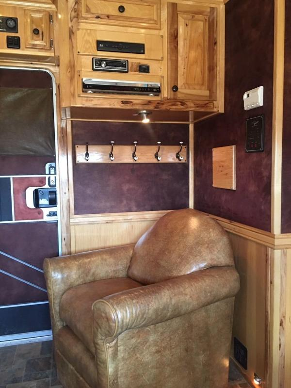 2007 Hart Trailers 4 Horse with 17 ft Outlaw LQ with Slide Horse Trailer