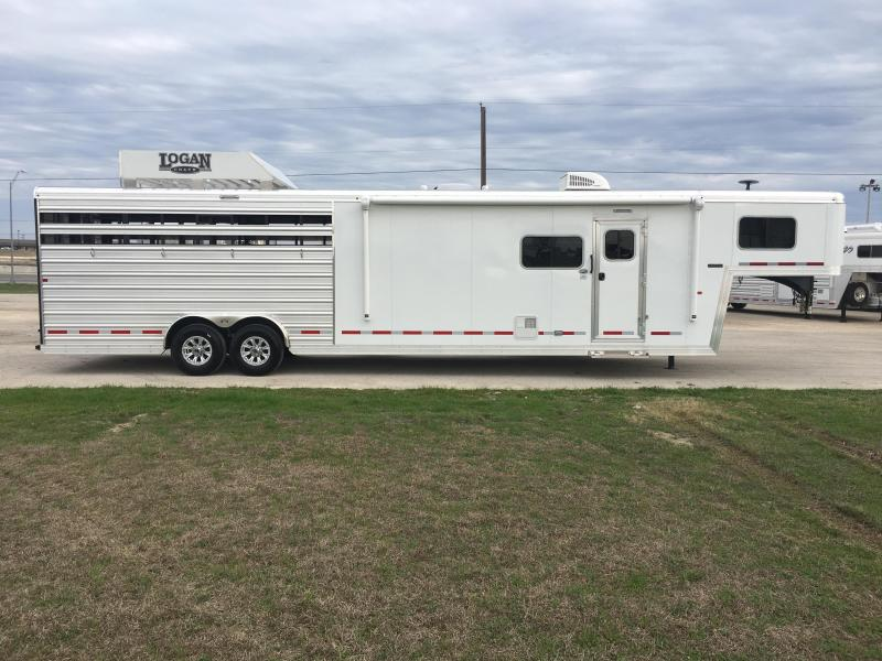 2019 Logan Coach 812 Logan Limited Livestock Trailer