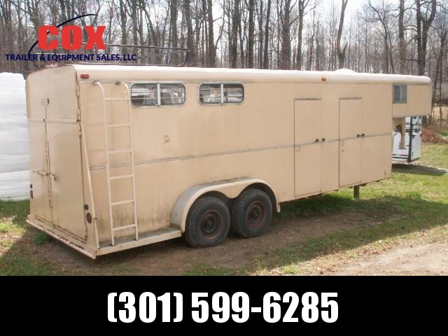1986 Shelby 3H GN Slant Horse Trailer in MD