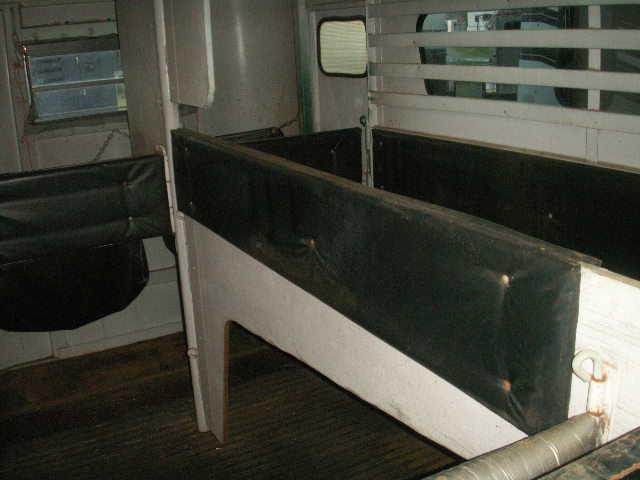 2001 Shoops Trailer Mfg Inc. 2-H TB EXTRAWIDE AND HEIGTH Horse Trailer