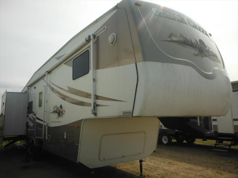 2005 Forest River Cedar Creek 36RLTS in Ashburn, VA
