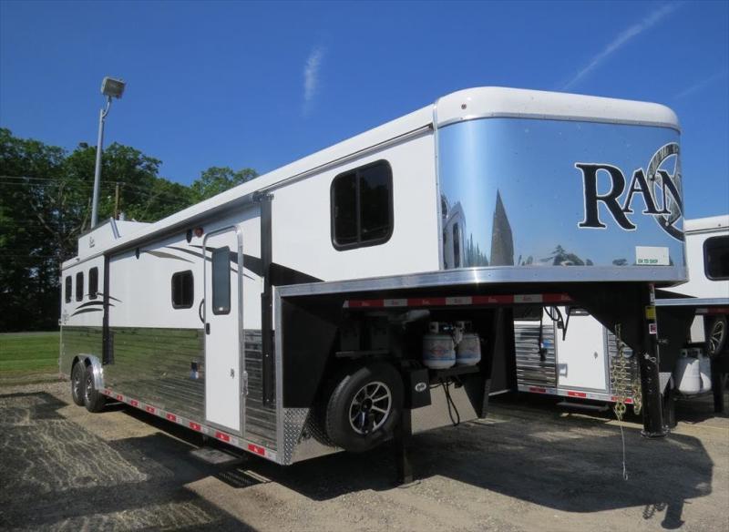 2019 Bison Ranger 8313RGGB Living Quarter Trailer in Ashburn, VA