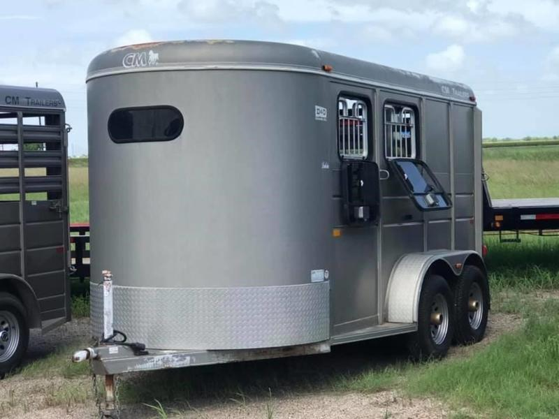2005 CM Dakota 2H Horse Trailer