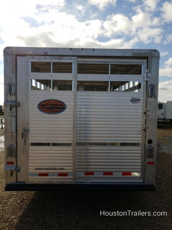2019 Sundowner Trailers 32' x 8' Rancher RS Livestock Trailer SD-111