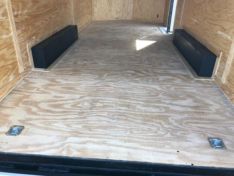 COVERED WAGON 2018 PEWTER 8.5' x 20' SEMI-SCREWLESS ENCLOSED CARGO TRAILER