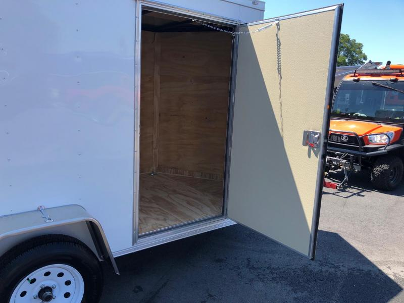 COVERED WAGON 2018 WHITE  6' x 10' SINGLE AXLE V-NOSE ENCLOSED CARGO TRAILER