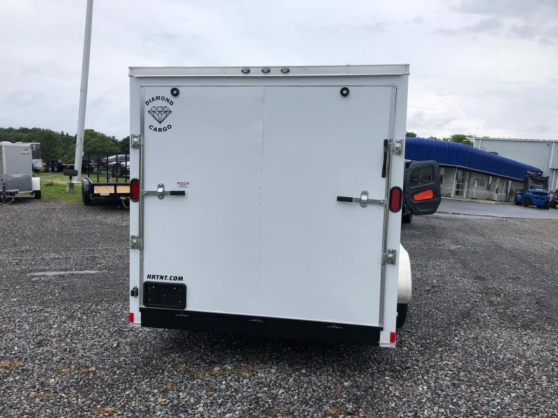 DIAMOND CARGO 2019 7' x 16' WHITE SEMI-SCREWLESS TANDEM AXLE V-NOSE ENCLOSED CARGO TRAILER