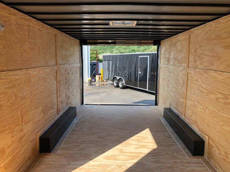 DIAMOND CARGO 2018 8.5' x 20' TANDEM AXLE SEMI-SCREWLESS BLACK ENCLOSED CARGO TRAILER
