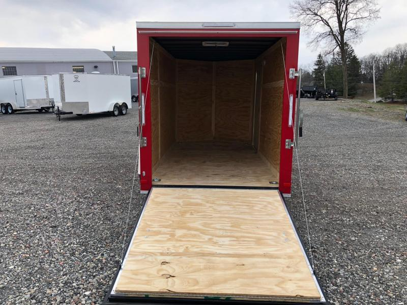 COVERED WAGON 2019 VICTORY RED 6' x 12' SINGLE AXLE SEMI-SCREWLESS V-NOSE ENCLOSED TRAILER
