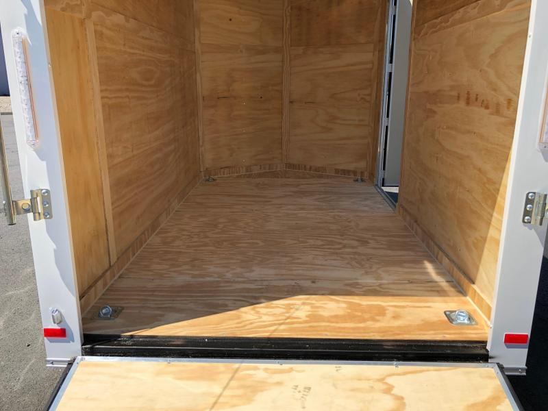 COVERED WAGON 2019 WHITE 6' x 10' SINGLE AXLE V-NOSE ENCLOSED CARGO TRAILER