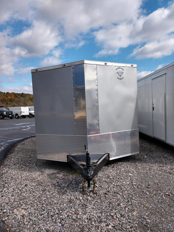 """DIAMOND CARGO 2019 8.5' x 20' SILVER SEMI-SCREWLESS V-NOSE TRAILER WITH 60"""" TRIPLE TUBE TONGUE EXTENDED"""
