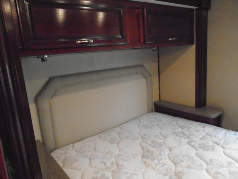2017 Fleetwood JAMBOREE 31U Class C RV  GAS