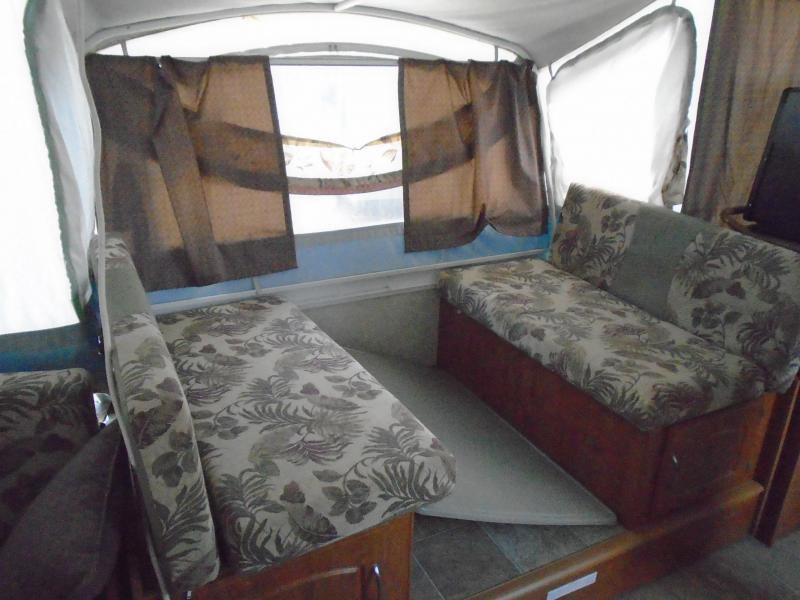 2005 Fleetwood Bayside 3978 Pop-Up  With A/C