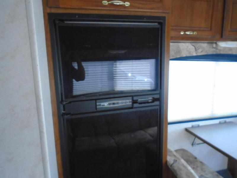 2000 Coachmen  FUN MOVER  31C  RV / ToyBox