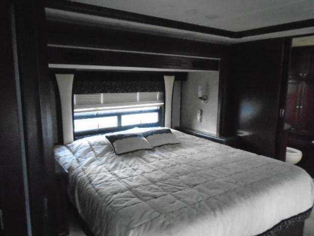 2008 Fleetwood RV REVOLUTION 42K Class A