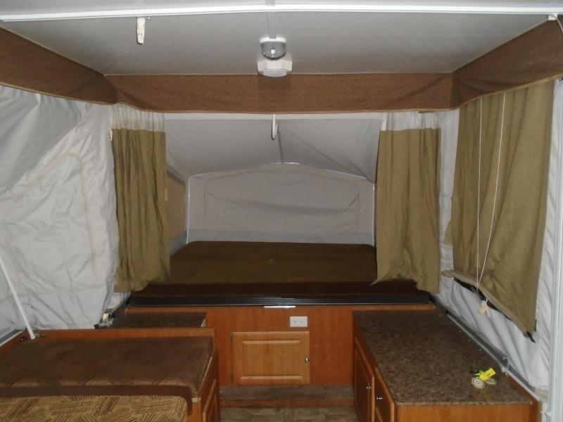 2011 Starcraft M-1224 Popup Camper With A/C
