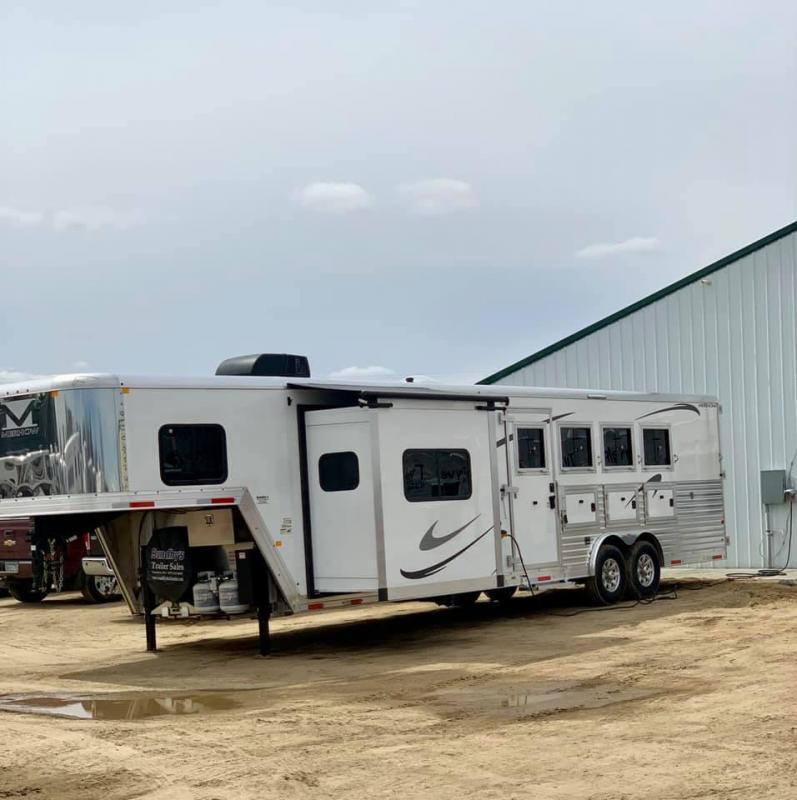 2019 Merhow 8412 Horse Trailer