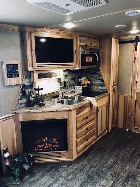 2019 Merhow 8417 Dinette w/ Theater Seating LQ