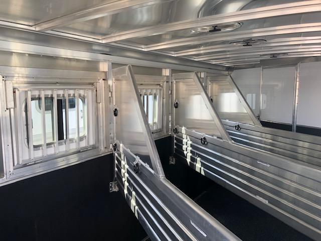 2018 Featherlite 8542 Horse Trailer