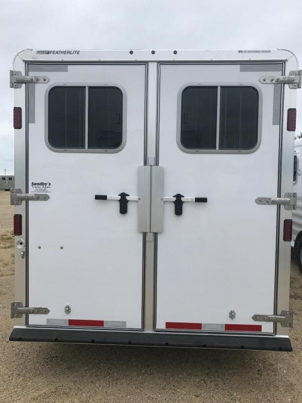 "2017 FEATHERLITE 6H W/52"" DRESSING ROOM"
