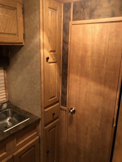 2009 Featherlite 3 Horse 8'SW Living Quarter