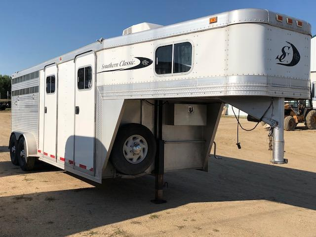 2000 Southern Classic Stock/Combo Slant Horse Trailer