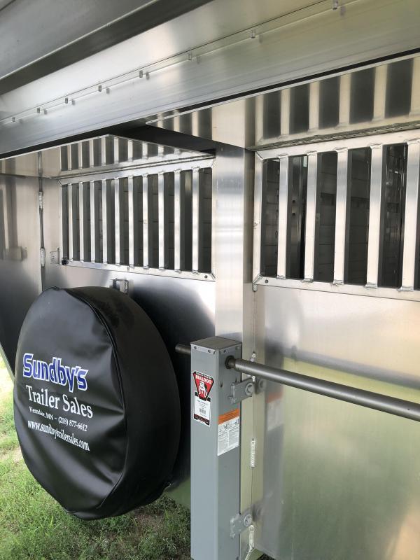 2018 Sooner 28' Livestock Trailer