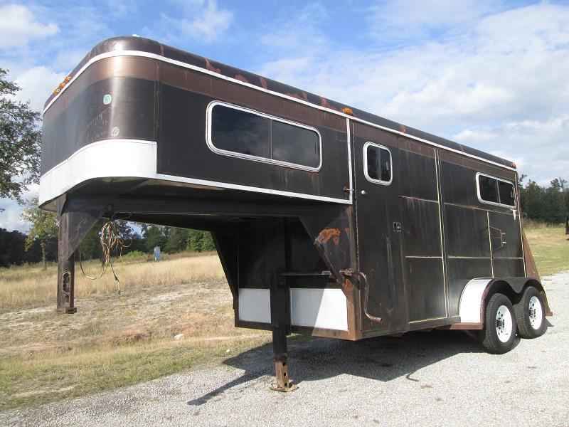 2000 2H STRAIGHT LOAD Horse Trailer