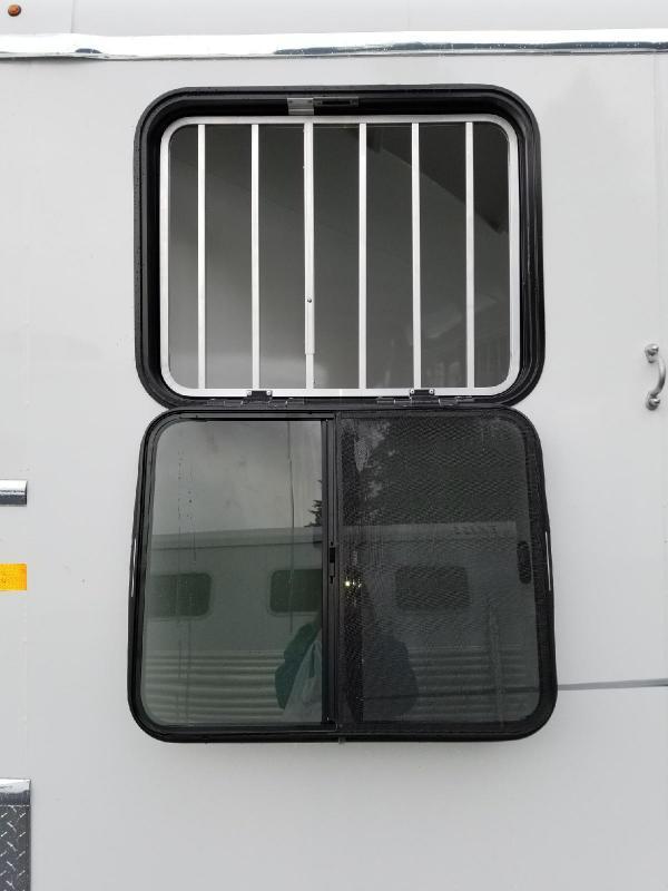 2018 Thuro-Bilt Liberty w/ Double Rear Doors Slant 2-Horse Trailer