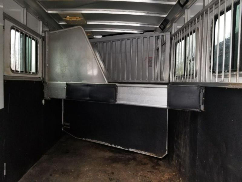 Used 2009 Sundowner 3 Horse Gooseneck Sunlite727 Horse Trailer **PENDING SALE!!**
