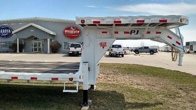 2019 PJ Trailers -  Low-Pro Gooseneck with Duals (LD) Equipment Trailer