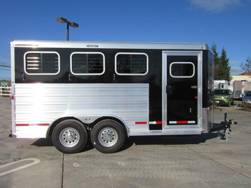 New 2017 Logan Coach Riot 3H BP Horse Trailer VIN 05915