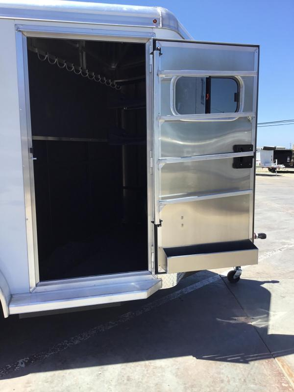 New 2019 Logan Coach Riot 2H BP Horse Trailer