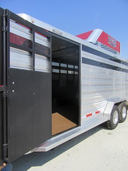 New 2017 Logan Coach Stock Combo BP 3H Horse Trailer