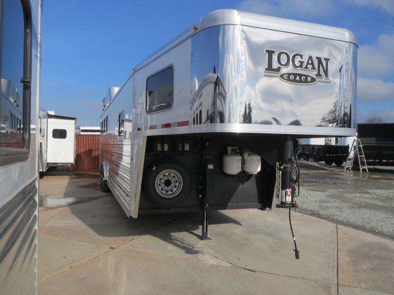 NEW 2015 Logan Razor 809 4H GN LQ Horse Trailer VIN03638